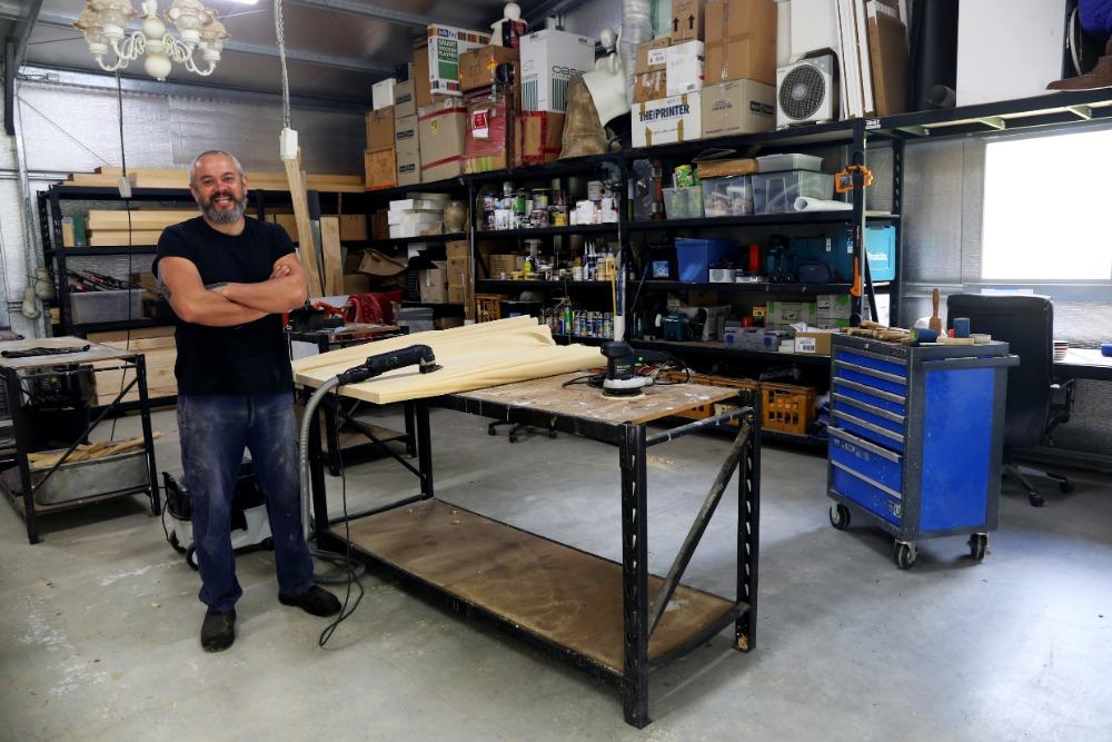 Abdul-Rahman Abdullah in his studio, Mundijong, August 2020. Photo by Anna Louise Richardson. Courtesy of Moore Contemporary.