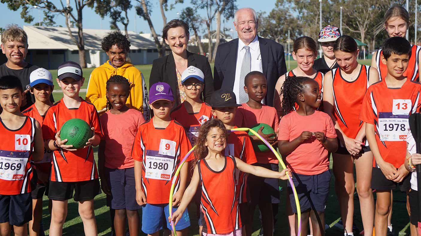 Minister Mick Murray and Amber Jade Sanderson MLA, Member for Morley with kids from Camboon Little Athletics Clubs
